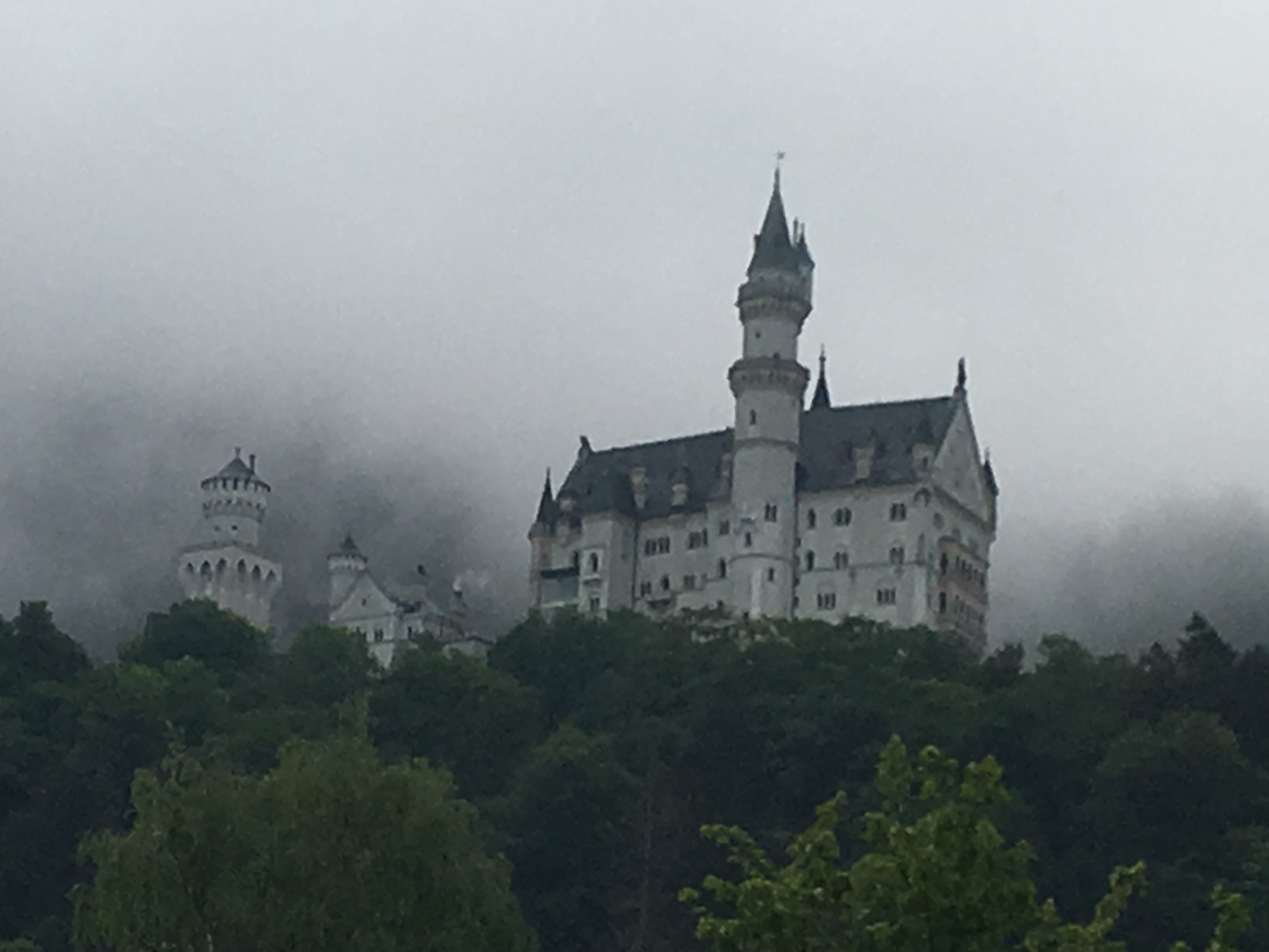 Neuschwanstein in Wolken